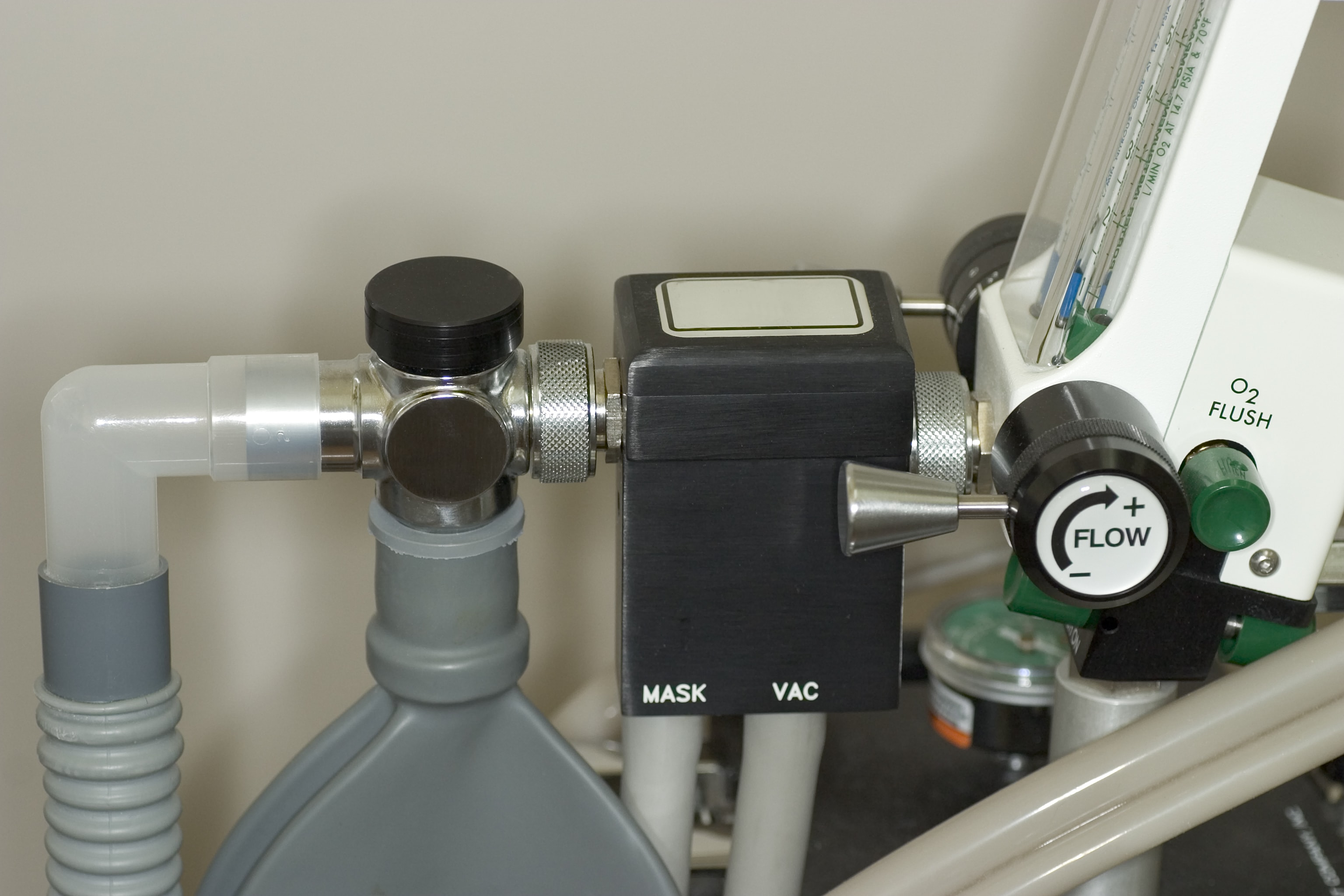 Nitrous oxide container for dental sedation